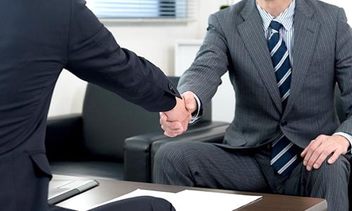銀行とパイプのある建設会社などを経由して紹介の形を取ることを強くお勧めします。